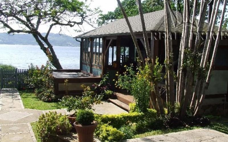 Linda Casa na Beira da Lagoa da Conceição! - Foto 13