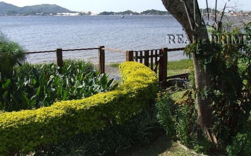 Linda Casa na Beira da Lagoa da Conceição! - Foto 26