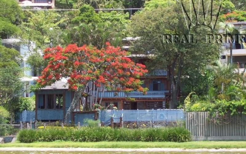 Linda Casa na Beira da Lagoa da Conceição! - Foto 17