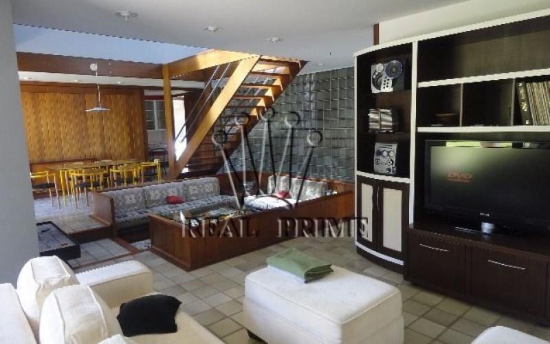 Casa com 5 Dormitórios na Lagoa da Conceição - Florianópolis.