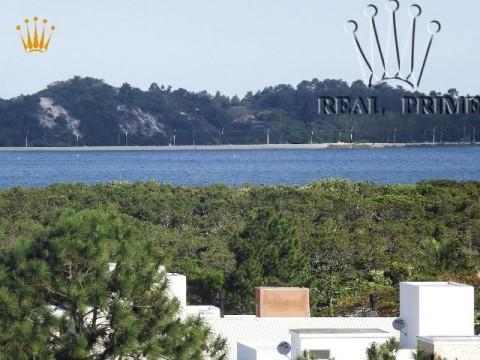 Terreno a venda na Lagoa da Conceição - Florianópolis.