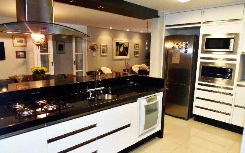Apartamento Charmoso na Av. Tromposwsky, 2 Suítes - Foto 3