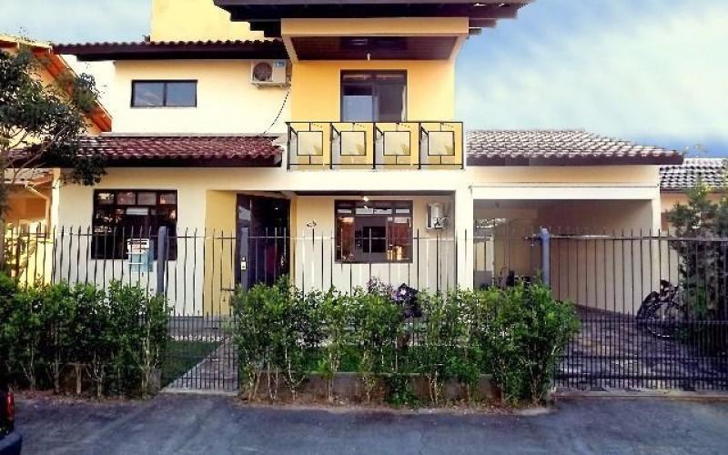 Casa 4 Dorm, Carianos, Florianópolis (CA823)