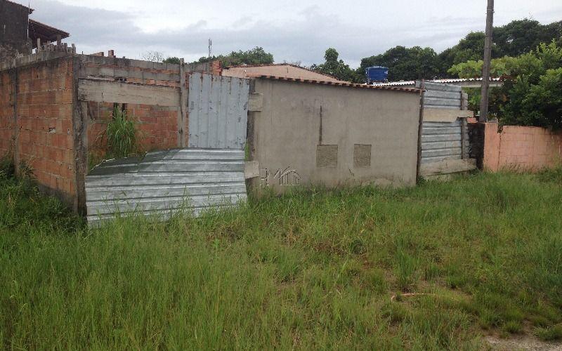 Terreno com construção inacabada com planta aprovada