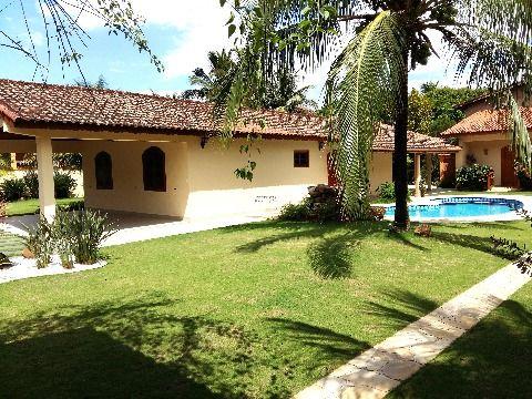 Casa Térrea Linda com todo os pisos em Porcelanato em Barequeçaba de Alto Padrão
