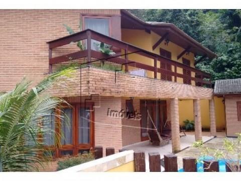 Belíssimo Imóvel em Condomínio no Guaeca!