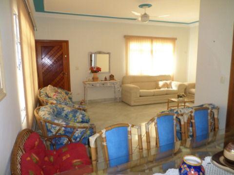 Linda Casa  3 Dormitórios sendo 1 suíte no Jardim Imperador = Praia Grande