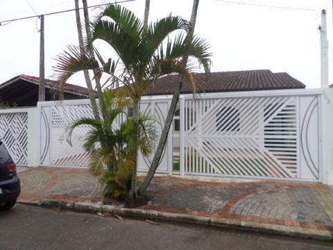 Casa  Isolada 3 dormitórios sendo 1 suite em Praia Grande no Jardim  Imperador
