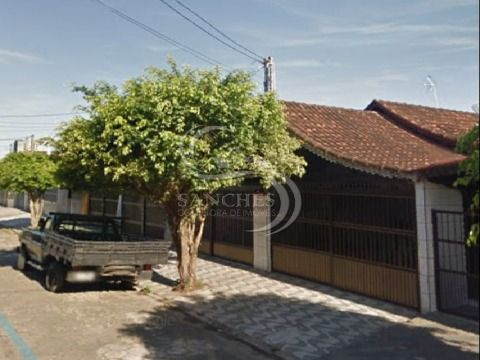 Casa Geminada em Praia Grande no Balneário Maracanã com 2 dormitórios, 1 suite