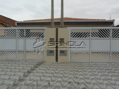 Casa de 2 dormitórios no Jardim Princesa em Praia Grande