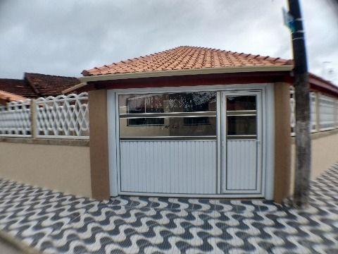 Casa em Praia Grande de 2 dormitórios com suíte no Jardim Real com espaço pra piscina