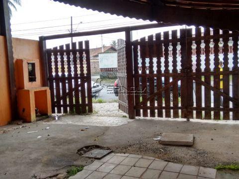 Casa  geminada localizada em Praia Grande no bairro de Vila Caiçara
