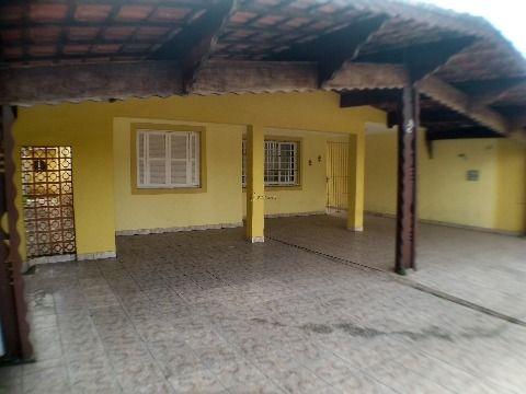 Linda casa isolada de 2 dormitórios com 6 vagas, perto da praia e do comércio em Praia Grande, Jardim Imperador