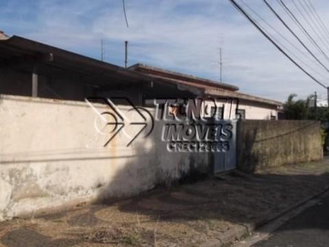 Casa De Esquina com Excelente Localização   Em Avenida Movimentada