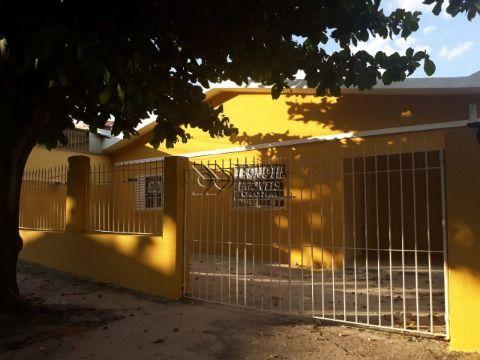 Casa Térrea com Cômodos Amplos e Excelente Localização