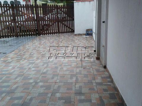 Casa 2 Dormitórios sendo 1 Suíte, 2 Vagas de Garagem, Churrasqueira