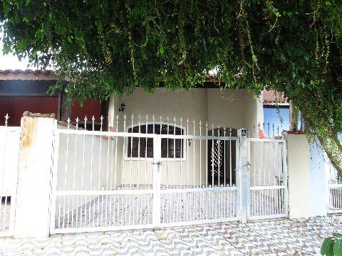 Linda Casa contendo 3 dormitórios sendo 1 suíte no bairro Solemar em Praia Grande SP