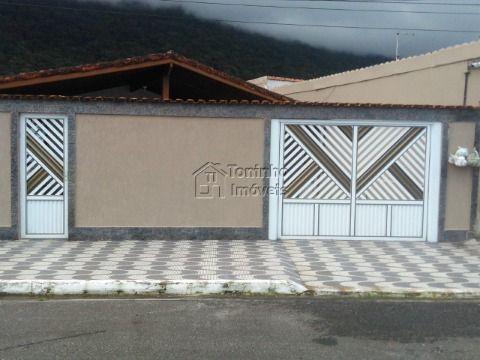 Casa Isolada  sendo : 3 dormitórios  no Bairro Solemar em Praia Grande