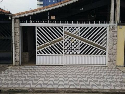Linda Casa geminada contendo: 2 dormitórios, no Bairro Caiçara em Praia Grande