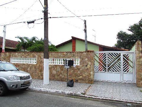 Linda casa isolada sendo 1 suíte com piscina no bairro Flórida em Praia Grande