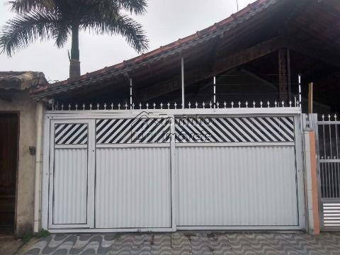 Casa contendo 2 dormitórios sendo 1 Suíte no bairro Caiçara em Praia Grande