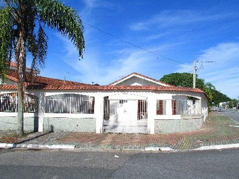Linda casa isolada no bairro Solemar em Praia Grande