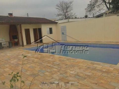 Casa térrea no Jardim Esplanada com 2 suítes, piscina e 4 vagas