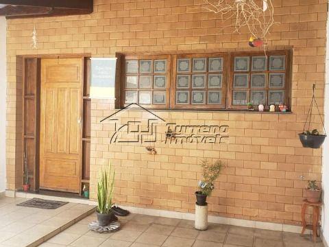 Ótima casa térrea com edícula, próximo ao centro de Caçapava!