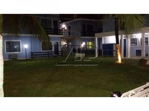 Bom apartamento dentro de condomínio fechado localizado em grande área comercial.